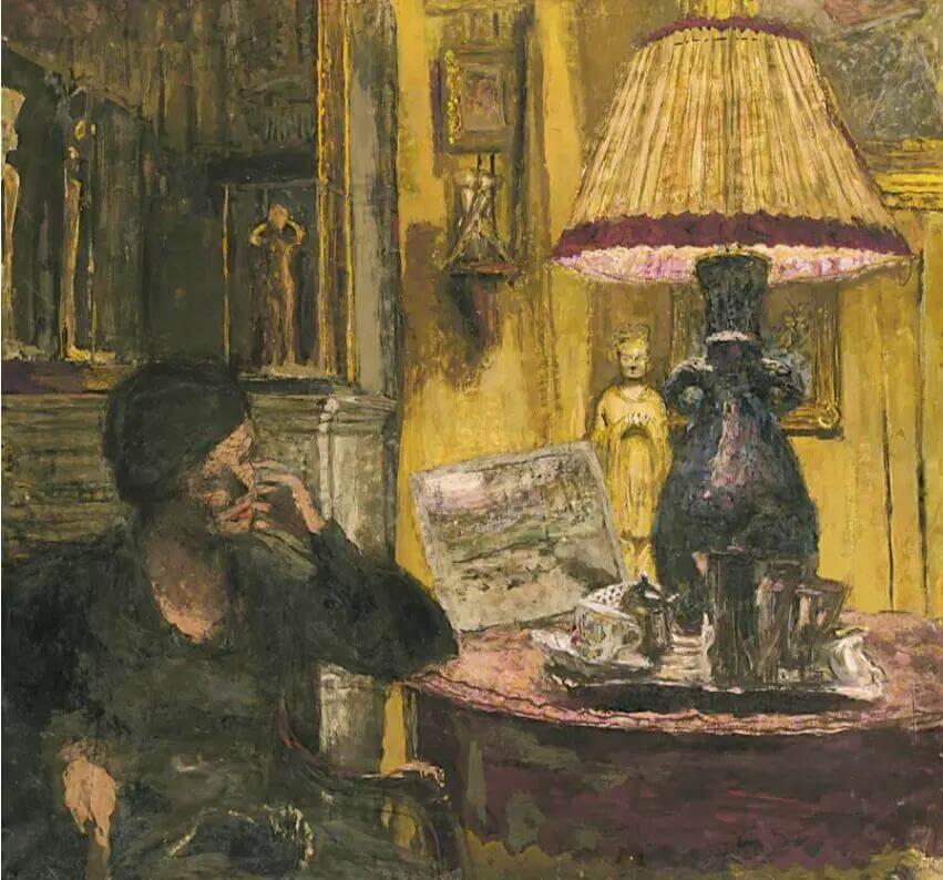 Жан Эдуар Вюйар - Женщина у стола с лампой
